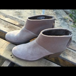 Toms desert taupe suede and felt lacy booties.